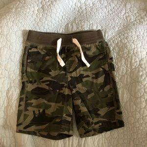 Camo toddler gap shorts size 18 - 24 months